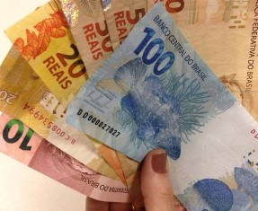 dinheiro-salario-mes-novembro-pmjc.jpg